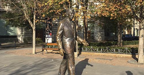 guía de budapest - estatua ronald reagan