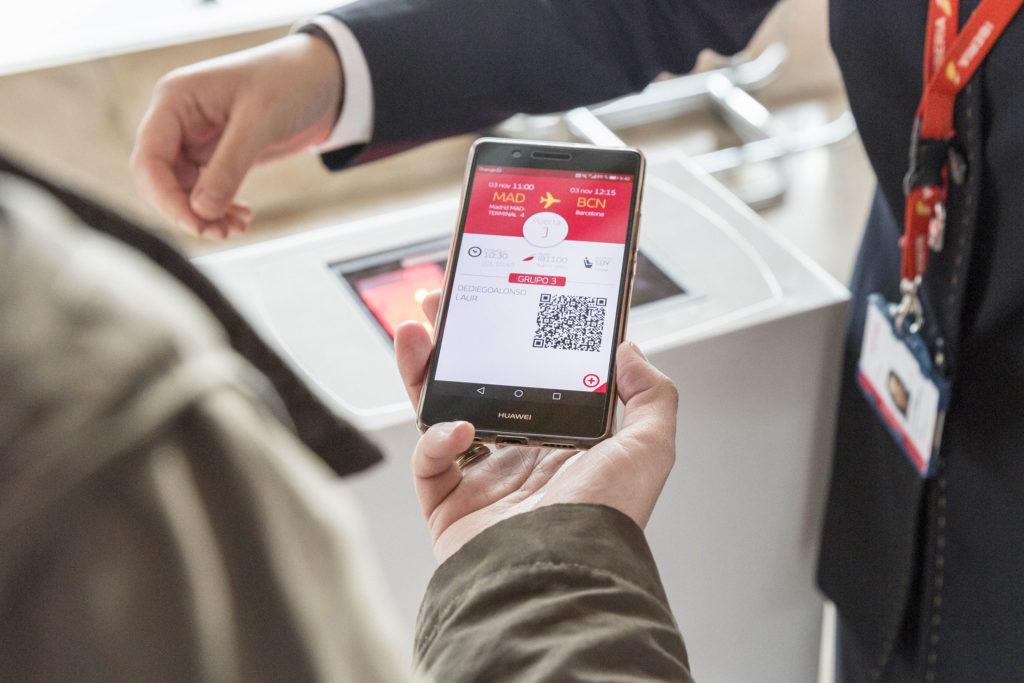 Descarga la tarjeta de embarque en el móvil para evitar el contacto físico y viajar seguro (grupo.iberia.com)