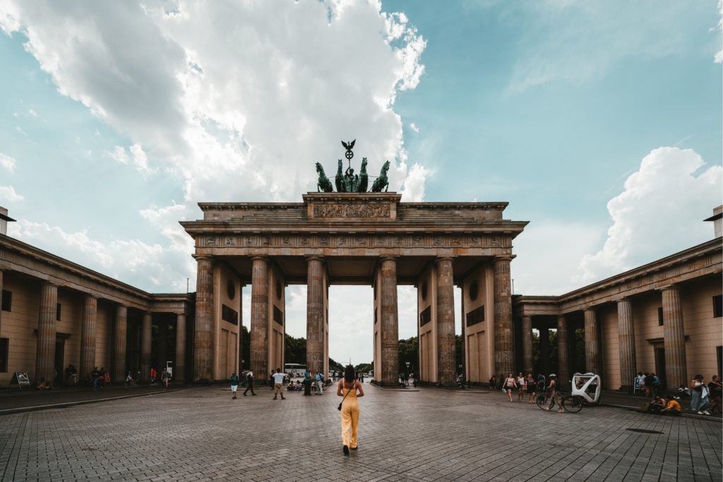 En Alemania se puede entrar con un certificado de vacunación o recuperación (Unsplash)