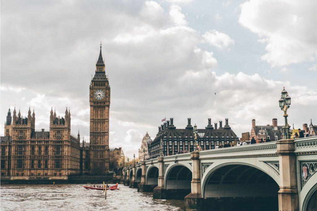 Si viajas a Londres, tendrás que hacer una cuarentena de 10 días (Unsplash)